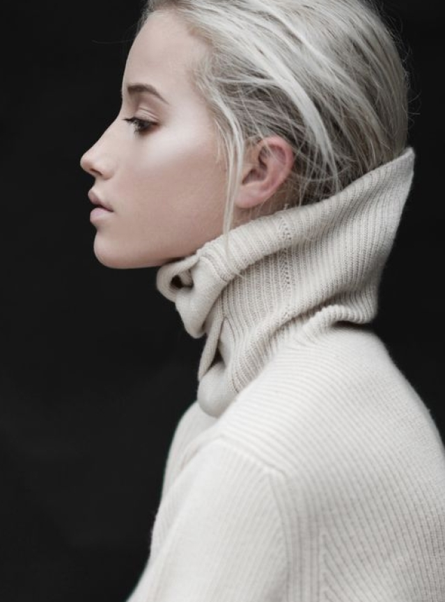 "Make a ponytail and stuff it inside your sweater/t-shirt (Photo: <a href=""https://in.pinterest.com/pin/373446994078912281/"">Pinterest/Takako Suzuki</a>)"