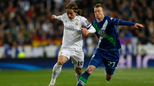 Real Madrid's Luka Modric fights for the ball against Wolfsburg's Maximilian Arnold. (Photo: AP)