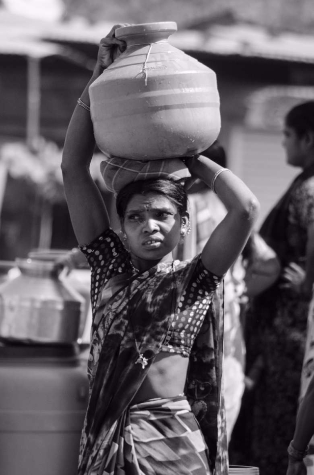 Daily wage laborers complain that they have to miss work in order to fill up their containers. (Photo: Ameya Marathe, curated by Nikhil Inamdar)