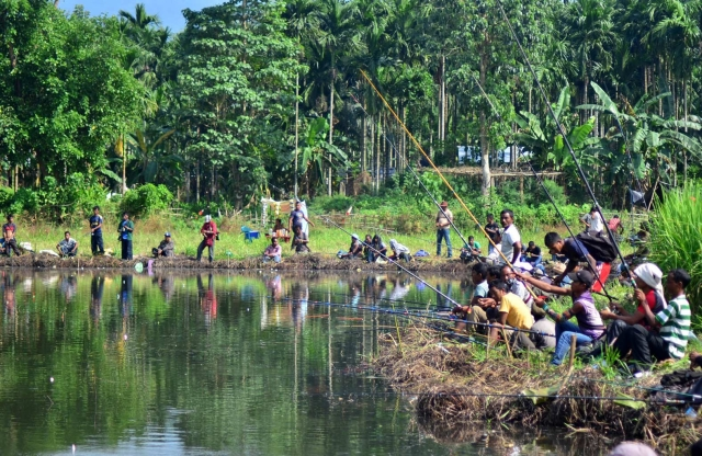Khasi and Garo tribals participate in a fishing competition in Hahim of Assam's Kamrup district on 27 October 2015. (Photo: IANS)