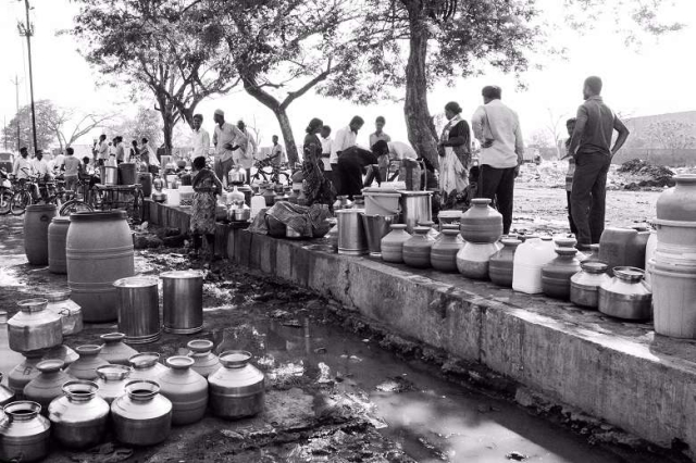 Taps have run dry long ago in Marathwada's towns and villages. People crowd around municipal tanks to get water. Many have to wait as long as 8 hours in blistering heat to get their fill. (Photo: Ameya Marathe, curated by Nikhil Inamdar)
