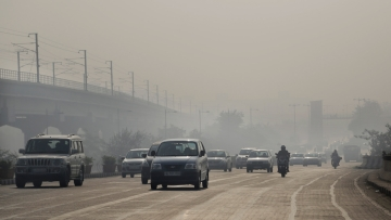People in India would live an average 4.3 years longer if the country met the global guidelines for particulate pollution.