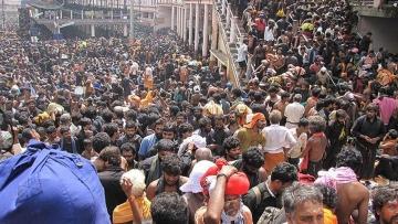 Devotees at Sabarimala temple. (Photo Courtesy: <i>The News Minute</i>)