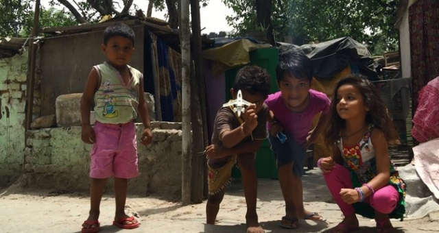 Children playing in shanty near Gole Market. (Photo: <b>The Quint</b>)