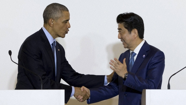 President Barack Obama and Japanese Prime Minister Shinzo Abe shake hands after speaking to media in Shima, Japan, 25 May 2016. (Photo: PTI)