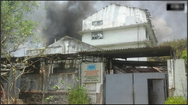 A major fire broke out following a blast in a Dombivali chemical factory. (Photo: ANI)