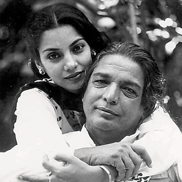 Shabana Azmi with her beloved father Kaifi Azmi (Photo:www.azmikaifi.com)