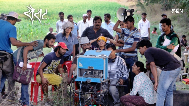 Nagraj Manjule with his team on location shooting <i>Sairat</i>