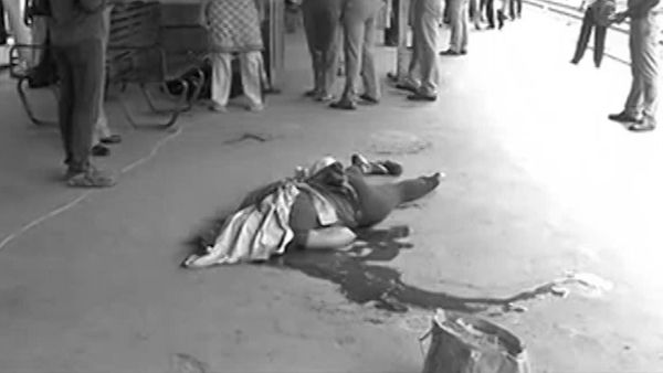 The body of Infosys employee Swathi lying at the platform at Nungambakkam railway station on Friday. (Photo: ANI screengrab)