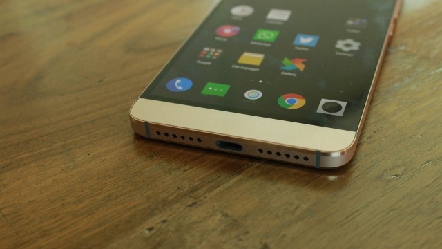 The multi-tasking USB Type C on the LeEco Le 2. (Photo: <b>The Quint</b>)