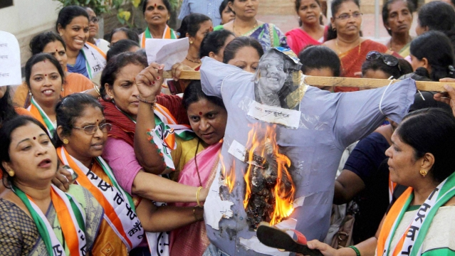 Nationalist Congress Party women activists protest against comedian and founder of All India Bakchod (AIB) Tanmay Bhat  in Mumbai, May 30, 2016. (Photo: PTI)