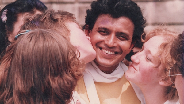 Mithun Chakraborty with his Russian fans (Photo: Khalid Mohamed)