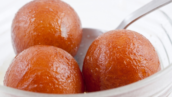 If you must go for an Indian dessert, pick the rasgulla over the gulab jamun. (Photo: iStock)