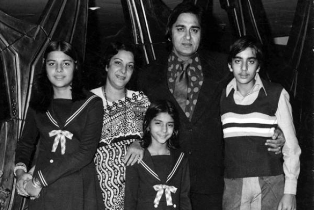 A rare picture of the Dutt family (Photo courtesy:  Twitter)