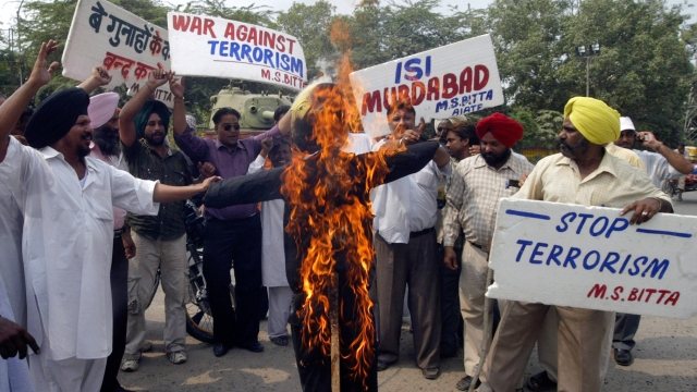 Members of All India Anti-Terrorist Front (AIATF) burn an effigy depicting  SIMI during a protest in Amritsar in 2008. (Photo: Reuters)