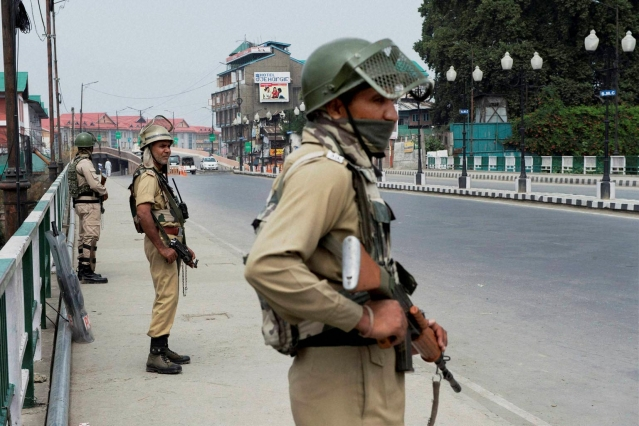 CRPF jawans stands guard on third consecutive day in Srinagar on Monday, 11 July 2016. (Photo: PTI)