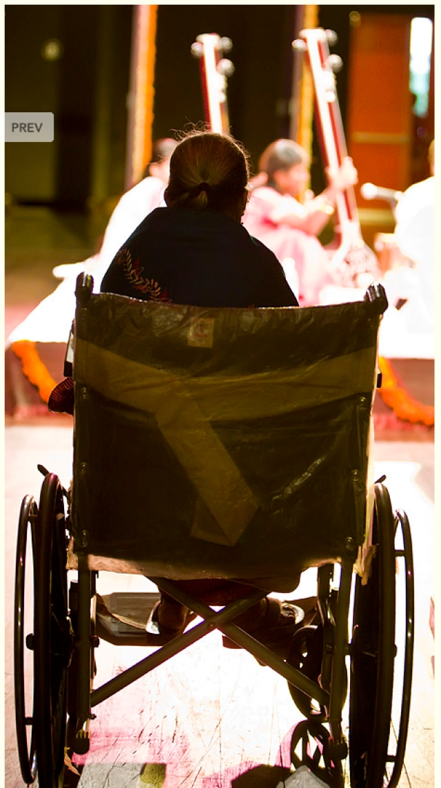 "When she became too old and weak to sing, Gangubai watched performances from her wheelchair (Photo Courtesy: <a href=""http://www.parrikar.org/photos/gangubai-hangal-photo-album/"">parrikar.org/photos/gangubai-hangal</a>)"
