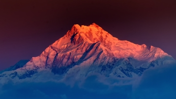 Sunrise on Mount Kanchenjugha, at Dawn, Sikkim. (Photo: iStock)