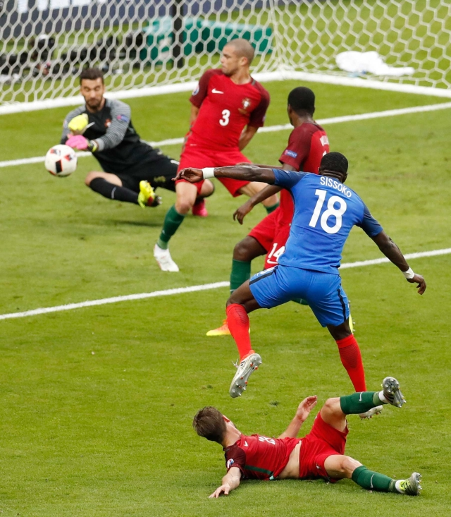 Portugal goalkeeper Rui Patricio, left, deflects a shot by France's Moussa Sissoko. (Photo: AP)
