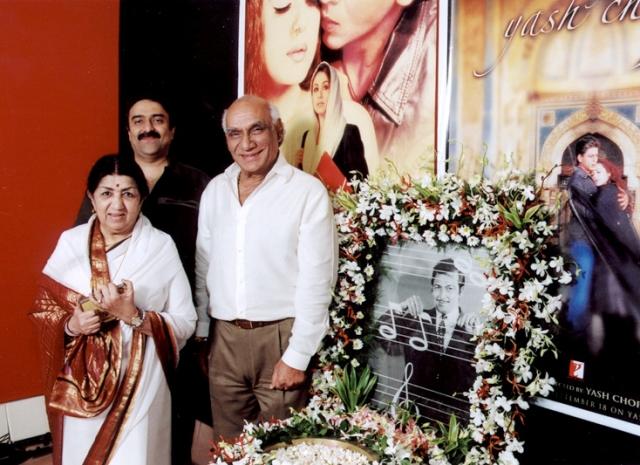 Sanjeev Kohli with Lata Mangeshkar and Yash Chopra as they pay a tribute to Madan Mohan (Photo courtesy: Sanjeev Kohli)