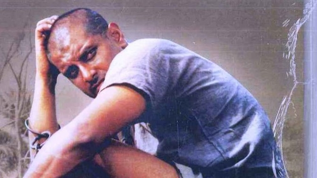 A still from Sethu (1999). Vikram plays an 'intense' boy who falls in love with a Brahmin girl. He stalks her, molests her and beats her up. Vikram's character 'Chiyaan' has a cult following now. (Photo: Amazon.in)