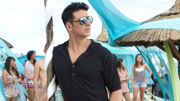 Akshay Kumar in a still from <i>Shaukeens. </i>(Photo Courtesy: Twitter)
