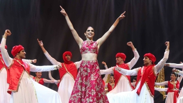 Deepika Padukone performs at IIFA. (Photo Courtesy: Yogen Shah)