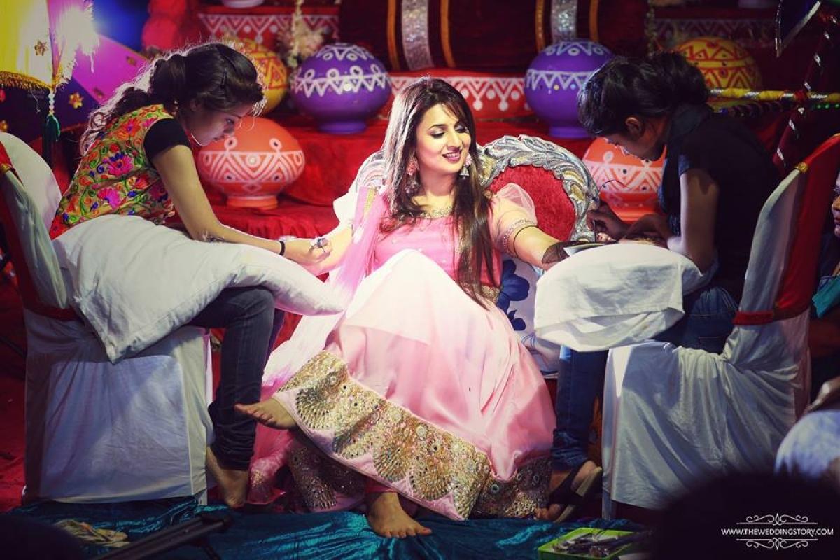 Mehendi Ceremony Look : In pics: divyanka tripathi is rocking her mehendi pink the quint