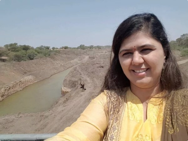 "Pankaja Munde was in the news for clicking a selfie in a drought-hit area while out on work to survey the progress of the 'Jalyukta Shivar' project. (Photo courtesy: <a href=""https://twitter.com/dharm_JDU/status/722666724647153664"">Twitter/Dharmendra Kumar</a>)"