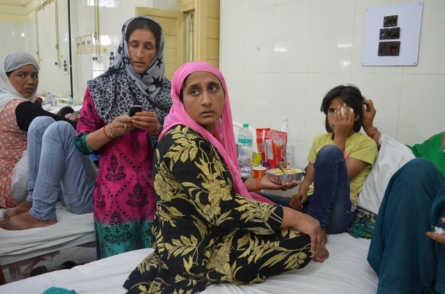 """They deliberately fired at our houses,"" says Shameema, Tamanna's mother, while trying to feed her daughter in Shri Maharaja Hari Singh Hospital. (Photo: Pradeepika Saraswat)"