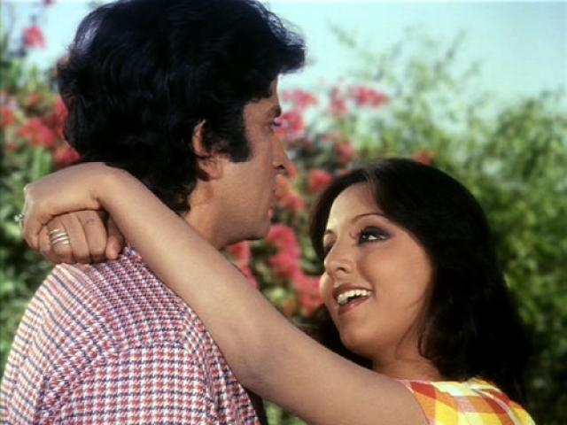 Neetu Singh with Shashi Kapoor in <i>Deewar.</i>