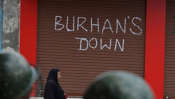 The idea of graffiti protests have lately triggered a new cat-and-mouse situation in equally beleaguered Kashmir. (Photo Courtesy: Nisar Dharma)