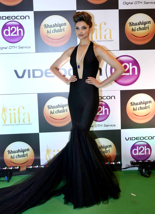 Deepika Padukone at the Green Carpet at IIFA. (Photo Courtesy: Yogen Shah)