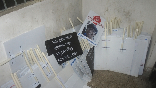 Posters and placards demanding justice for Aabesh in Kolkata. (Photo: Sujoy Dhar/ <b>The Quint</b>)