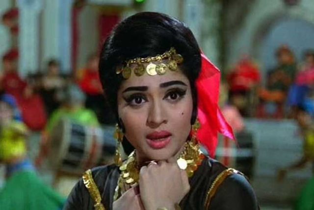 Vyjayanthmala in <i>Jewel Thief</i>.