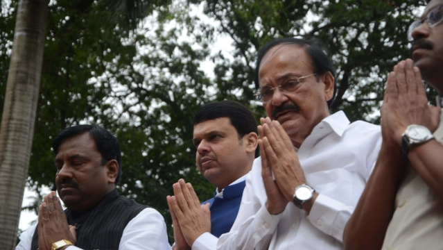 Union   Minister   Venkaiah Naidu, Maharashtra Chief Minister Devendra Fadnavis pay tribute on the occasion of Quit India Movement anniversary. (Photo: IANS)