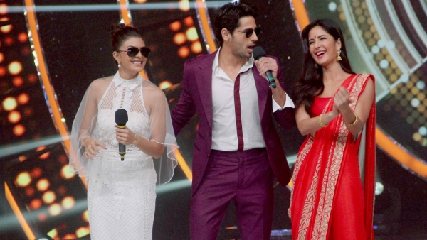 Jacqueline Fernandez, Sidharth Malhotra and Katrina Kaif on sets of <i>Jhalak Dikhhla Jaa</i>. (Photo: Yogen Shah)