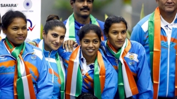 "Indian Women's Hockey team after they arrived home from the Rio Olympics. (Photo: Twitter/<a href=""https://twitter.com/TheHockeyIndia/media"">Hockey India</a>)"