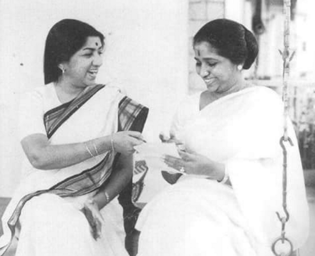 "Lata Mangeshkar with Asha Bhosle. (Photo courtesy: Twitter/<a href=""https://twitter.com/nikkupikku"">@<b>nikkupikku</b></a>)"