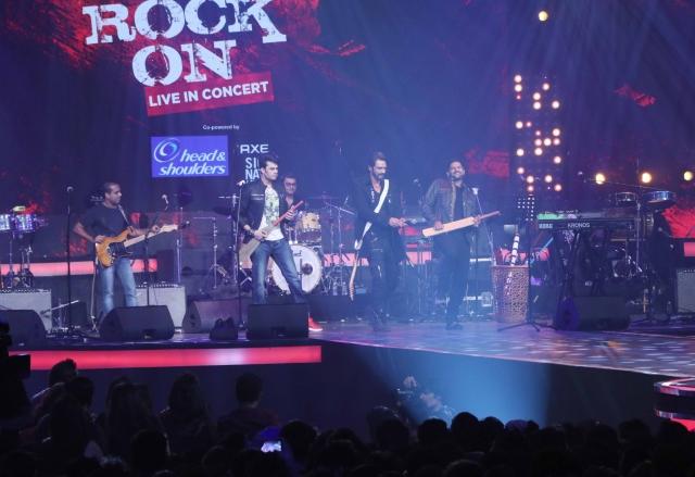 Arjun Rampal, Manish Paul and Purab Kohli have fun on stage. (Photo: Yogen Shah)