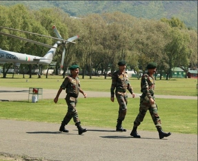 "Army Chief Gen Dalbir Singh accompanied by Northern Army Commander and Corps Commander in Srinagar. (Photo: Twitter/<a href=""https://twitter.com/adgpi/status/777429207739539456"">Indian Army</a>)"