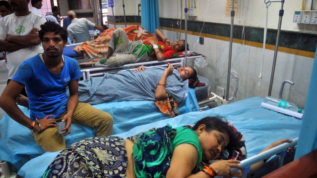 People suffering from dengue and chikungunya being treated at a Delhi hospital on 31 Aug, 2016. (Photo: IANS)
