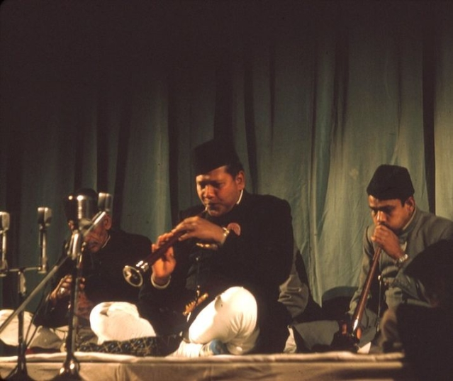 Ustad Bismillah Khan at a concert. (Photo Courtesy: Wikipedia)