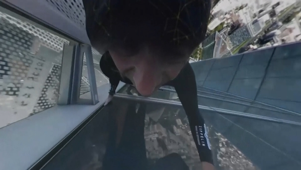 Alain Robert scaled an 185 metre (600 foot) high skyscraper in the business district of La Defense, outside Paris on Wednesday. (Photo: AP/ALAIN ROBERT HANDOUT screengrab)