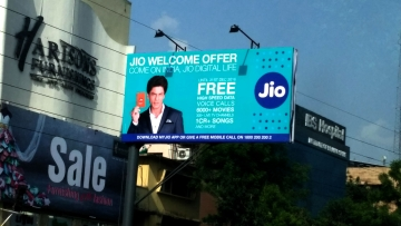 Reliance Jio hoarding in Delhi. (Photo: <b>The Quint</b>)