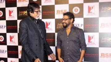 "Amitabh Bachchan with Shoojit Sircar. (Photo courtesy: <a href=""https://www.facebook.com/urbanasian/photos/bc.AbpFmYr9lMVEUYz8YYXfVuxHQssTC6vJIXoMz9KOqUjh26DFPG-s6apCL4PRh6I16eZfLv5C5VkctBpjK7ZZQb5K795quaRzdQVtcNwxCJsqbYZW2tD0rETMZjYC-zPLle1Uej533XwfQQCQdpqz_uRLLAOuo8DTJFhb9pcio42GmplPTJ0gd7Vp2sZus3I2iyw/1050436258319444/?type=1&opaqueCursor=AbrQ7IIwMV_oLnW62hoWzckbel-sPCFoXkSh4DYc_1jp9h6keGPsVd2Ix5RpUqtYteh0v4Lt2uea-PZxk11eQXsV68AjylCnYDw_1vOgY5FKw_AXcJlu15bgHZdLN3VOnsfYWI_BC1zmGSqtujYyDh7zGdU7E4RvEc_ZRoQdIc3oQ-PUCKuYwCPBRT4BGpeSgwon8N2OZpdDgU6_E4Xo84my6HESaAcK6cFODrPZqg8uIhsv4J1KxNH-C9wsIchVtYDw94V1Q7umx1RQfo0B6xCBC0E3L7qelR6fuJkbb4YuqUT5h5ORbg5nPrsqppmgmi6ugMHRlmNo20XInkJhfSk8tGtjJ5Uu8u0cgHYauoyUMw&theater"">Facebook/ urbanasian</a>)"
