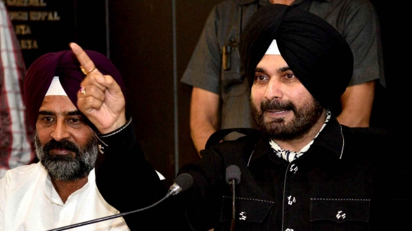 Navjot Singh Sidhu announces his new political front, Awaz-e-Punjab in a press conference in Chandigarh. (Photo Courtesy: PTI)
