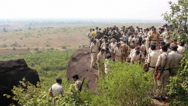 Police at the encounter site at the hillocks near MP's Manikhedi Patthar village after the STF killed 8 suspected SIMI members. (Photo: PTI)