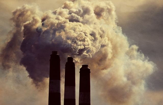 Coal plants release heavy levels of planet-warming greenhouse gases and are among the worst forms of pollution in the world. (Photo: iStock)