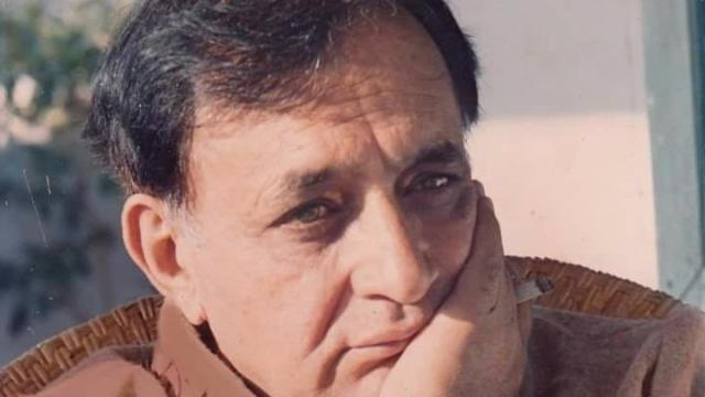 Randhir Singh, known in literary circles as 'Kunwar Viyogi', was bestowed with India's top literary award in 1980 for his long Dogri poem 'Ghar'. (Photo: Ayushman Jamwal/ <b>The Quint</b>)